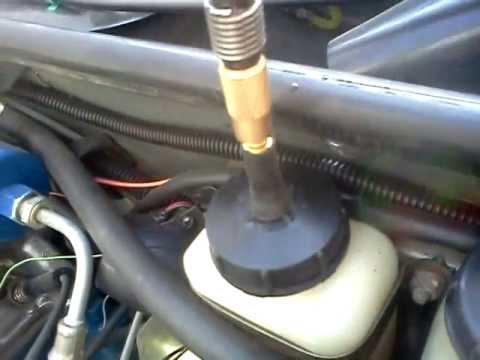 Прокачка тормозов без помошников