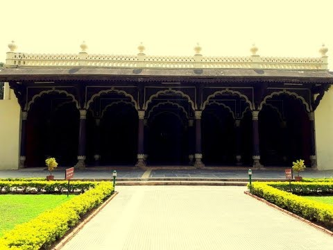 Take a tour around the Tippu Sultan's Summer Palace in Bengaluru with Travellocious!