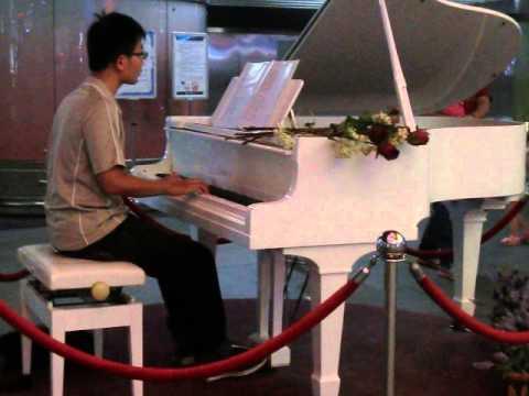 高雄美麗島鋼琴獨奏2