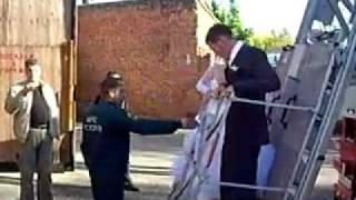 Пожарные в Серпухове катают свадьбу