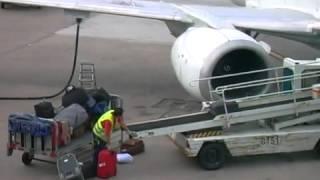 Для чего нужно упаковка багажа Часть 5(Упаковка багажа в аэропортах России. Безопасность Вашего багажа - это наша работа!!! www.packandfly.ru PACK&FLY предоста..., 2013-05-14T09:27:08.000Z)