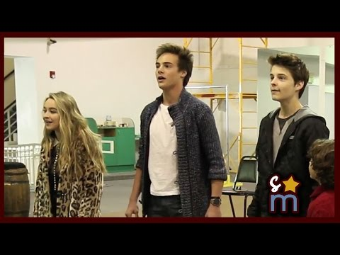 """Sabrina Carpenter, Kevin Quinn & Chrissie Fit: """"Peter Pan & Tinker Bell A Pirate"""