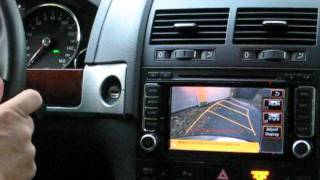 Demonstration of the RNS 510 GPS backup camera that moves with steering wheel in VW Touareg