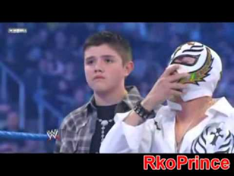 Cm Punk Wants To Fight Rey Mysterio In Front Of His Family