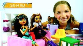 Игры #МонстерХай: Клодин и #ЛучшаяподружкаСвета знакомятся с Клео! Видео для девочек