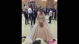 Мужчины ловят букет невесты / Кавказская свадьба / Невеста бросает букет