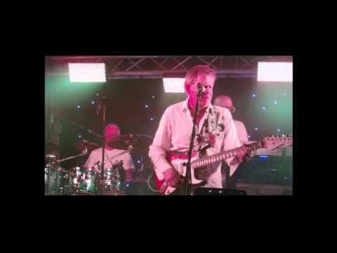 Jet (Paul McCartney & Wings) live cover by the Mindbenders (Derry, Ireland)