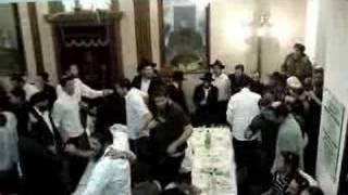 Yud-tes Kislev farbrengen Mayanot Jerusalem