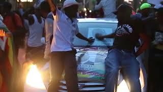 Жители Зимбамбве радуются отставке Мугабе