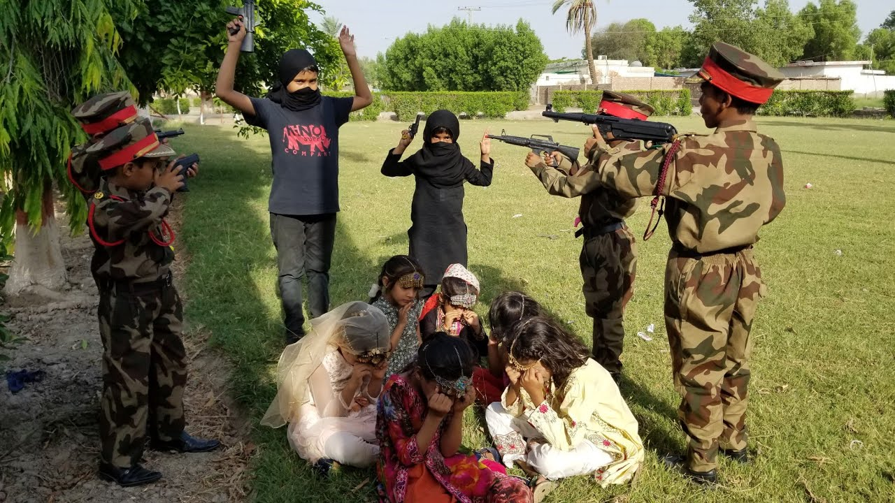 Pak Army Officers saved Kashmiri girls from Enemies   Pak Army In Kashmir   Fauji Ki Training