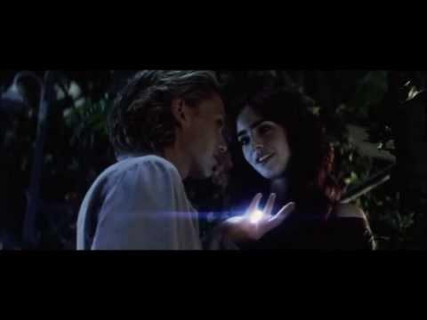 Mortal Instruments: City of Bones kissing scene (full)