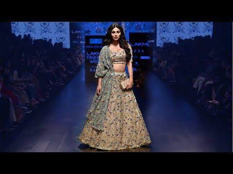 Mouni Roy Walks For Payal Singhal | Spring/Summer 2019 | Lakme Fashion Week