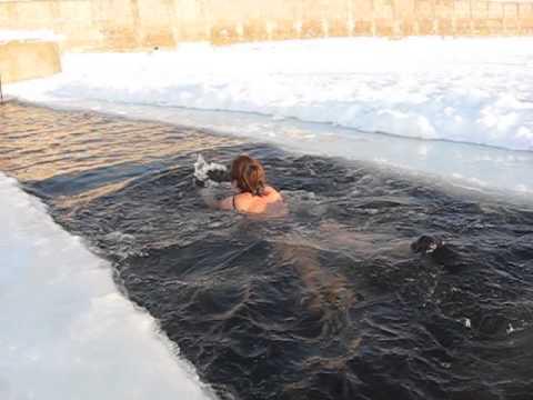 Голые крещенские купания в Украине ( 53 фото )