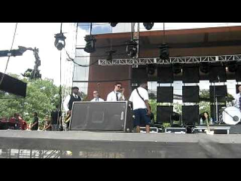 black-joe-lewis-bitch-i-love-you-wakarusa-2010-6-4-10-hortonrecords