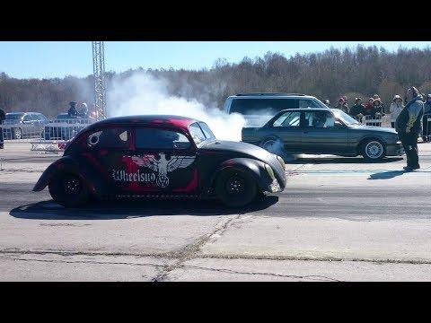 BMW E30 S54B32 vs '69 VW Beetle 1300 4.2 V8 HX55 1/4 mile drag race