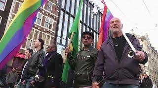 Жители Нидерландов возмущены нападением на однополую пару