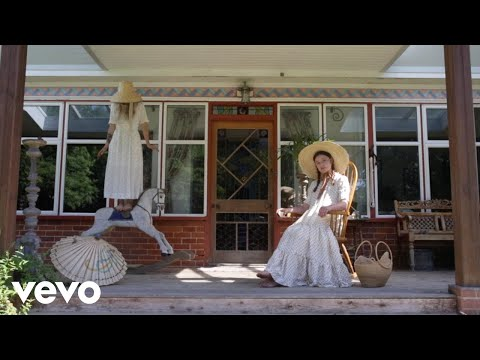 Wet Leg - Chaise Longue (Official Video)