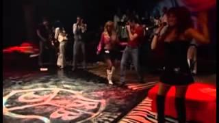 Repeat youtube video Anahi sele olvida la canción & Dulce maria salva la canción