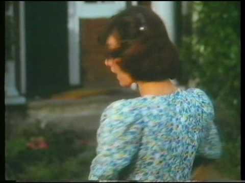 Cadburys Fudge Finger (finger of fudge song) advert 1980s
