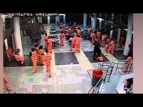 Gardiyanın dövdüğü mahkum öldü