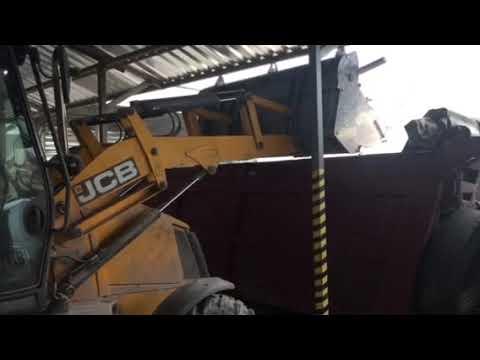 Использование экскаватора JCB-3CX при демонтаже и вывозе строительного мусора
