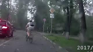 Смотреть видео Придурки на дорогах Россия Видео АВТОМОБИЛЬНЫЕ ДОРОГИ онлайн