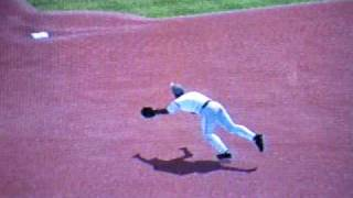 MLB 09 The Show- Ozzie Smith makes a diving stop
