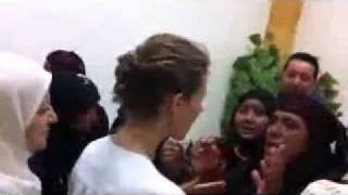Сирия -  Первая леди в городе Манбеж