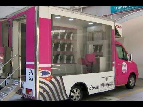 Banco móvel distribui perucas para mulheres que lutam contra o câncer | Primeiro Impacto (03/10/17)