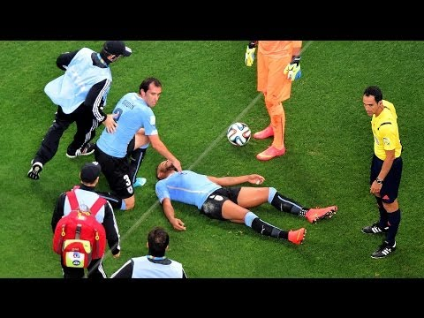Alvaro Pereira Knocked Out During World Cup Match, Finishes Game