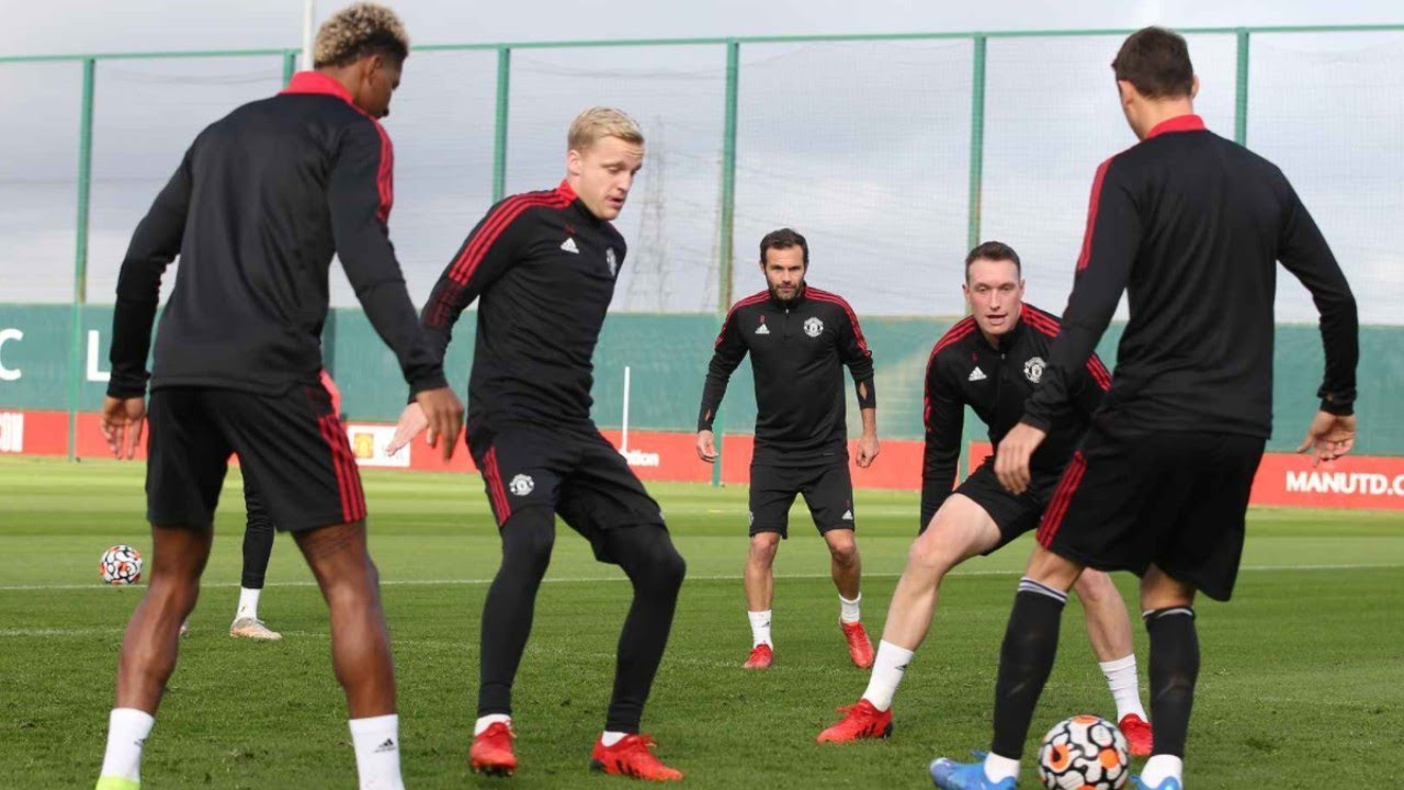 Manchester United Players Training Ahead of Premier League Match vs Leicester City!