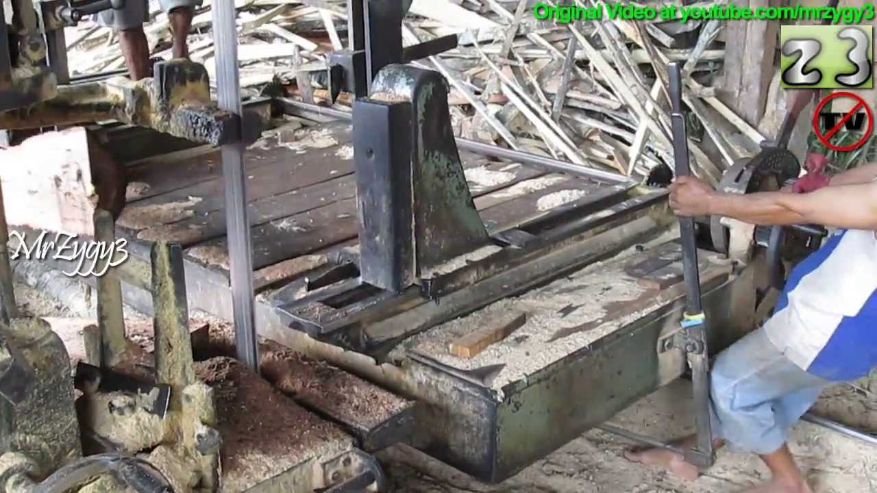 Diesel powered vertical bandsaw log saw mill doovi for Mill log