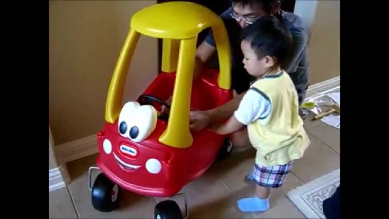 Baby\'s First Car - Riding Toy Cozy Coupe (1 1/2 years old) - YouTube