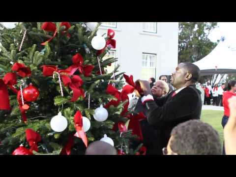 Children Help Premier Cox Decorate Christmas Trees Bermuda December 3 2011