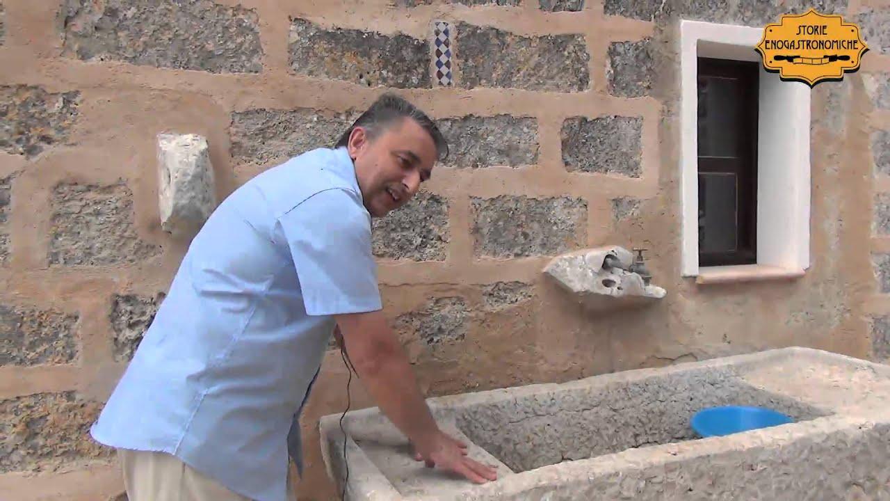 Lavandini Rustici In Pietra la pila, tipico lavabo siciliano