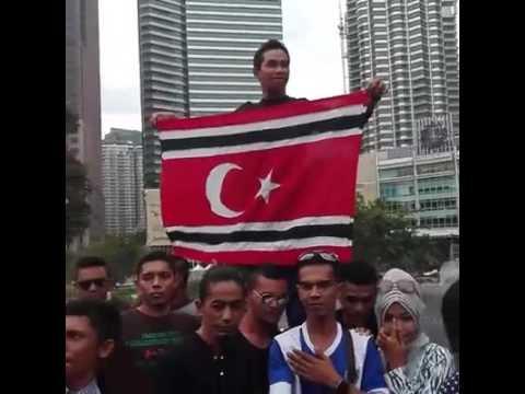 Pengibaran bendera ACEH bintang bulan di KLCC malaysia pada 10 dzulhijjah 1437 hijriah..