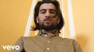 Смотреть клип Noah Kahan - Hurt Somebody