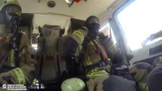 Ausrüsten während der Alarmfahrt zum Stichwort Gasgeruch