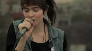 Repeat youtube video [HD] Grimes - Crystal Ball (Live from a Mexico City's rooftop)