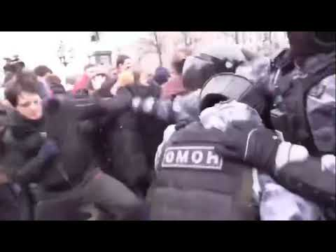 Чеченец против толпы ОМОНа