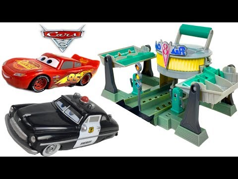 New In Damaged box Disney Pixar Cars 3 Smart Steer Lightning McQueen Vehicle