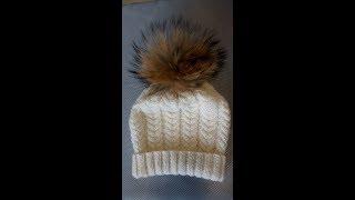 Простая женская шапка с отворотом и косами.