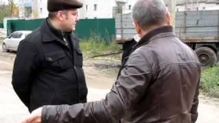 Вязьма Депутаты на проблемном месте по ул 1 Марта...