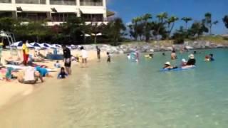 ホテルのすぐ前がプライベートビーチになってるので、とても便利ですね...