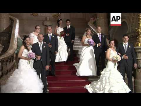16 couples tie the knot for free in the capital to celebrate Saint Antonio day