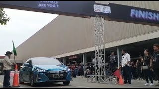 Test Drive Mobil Hybrid dari Toyota di GIIAS 2019 / Видео