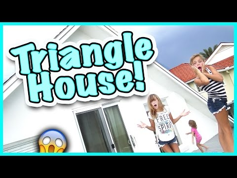 😁 WE ARE LIVING IN A TRIANGLE SHAPED HOUSE FOR THE WEEK! 😁 SMELLY BELLY TV VLOGS