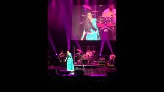 'Munbe va en Anbe va' Jillunu oru kadhal! Shreya Goshal live at Cincinnati Aronoff centre USA!
