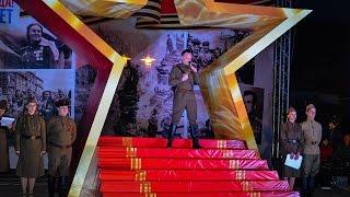 Реквием на Красной горке в Евпатории. 8 мая 2015(Вечером, 8 мая, в канун празднования Дня Победы, горожане пришли на «Красную горку», чтобы почтить память..., 2015-05-18T13:03:16.000Z)