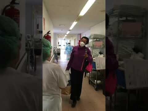 Aplausos para la primera paciente de coronavirus que recibe el alta en Aranda.